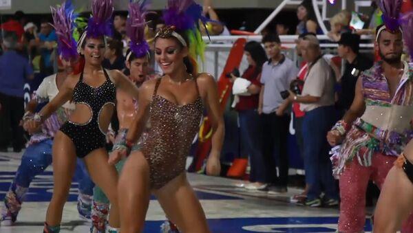 СПУТНИК_Традиционный карнавал начался в парагвайском городе Энкарнасьон - Sputnik Ўзбекистон