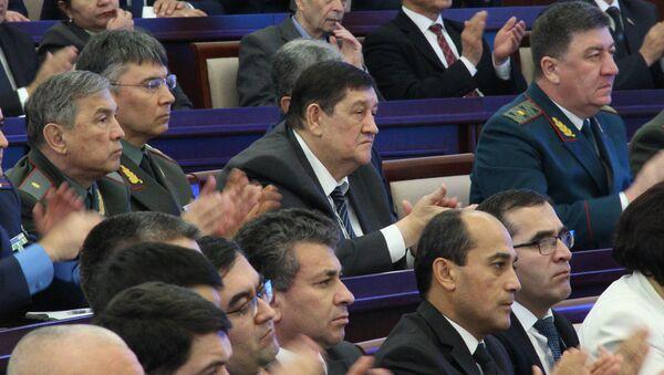 Rustam Inoyatov (v tsentre) - Sputnik Oʻzbekiston