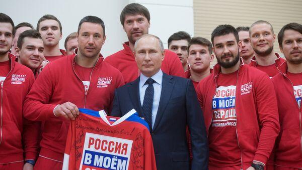 Президент РФ В. Путин встретился с российскими участниками XXIII Олимпийских зимних игр 2018 года в Пхёнчхане - Sputnik Узбекистан