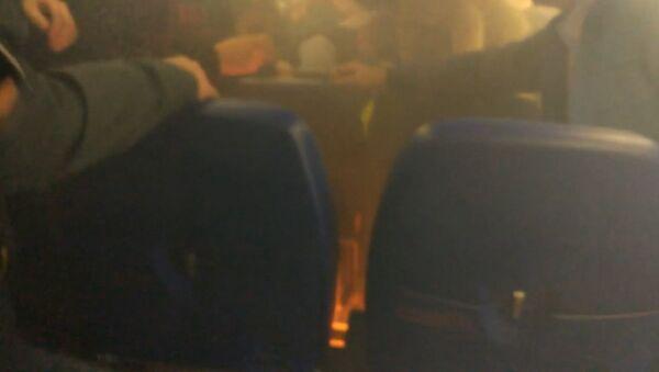 СПУТНИК_Возгорание на борту самолета Москва-Волгоград из-за аккумулятора телефона - Sputnik Ўзбекистон