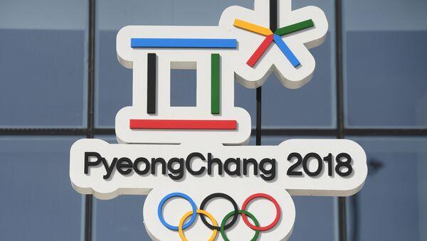 Символика XXIII Олимпийских игр в Олимпийском парке в Пхенчхане - Sputnik Узбекистан