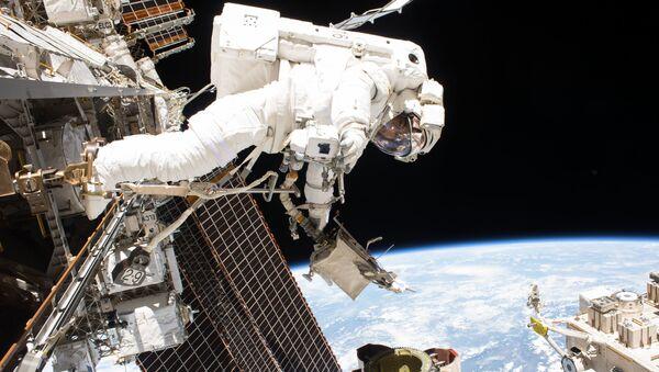 Выход в открытый космос у МКС - Sputnik Узбекистан