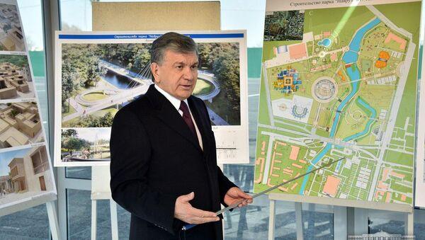 Шавкат Мирзиёев ознакомился со строительством парка Навруз - Sputnik Ўзбекистон