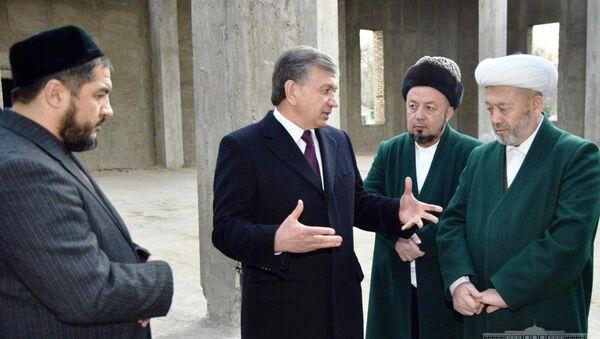 Мирзиёев ознакомился с работами по строительстве мечети - Sputnik Ўзбекистон