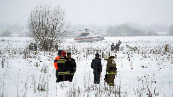 Аварийные службы работают на месте крушения самолета Ан-148 в Московской области - Sputnik Узбекистан