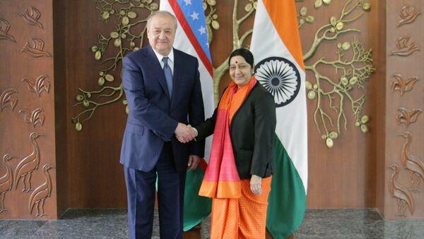 Министр иностранных дел Республики Узбекистан Абдулазиз Камилов, находящийся в г.Дели с рабочим визитом, провел встречу с Министром иностранных дел Республики Индия Сушмой Сварадж - Sputnik Ўзбекистон