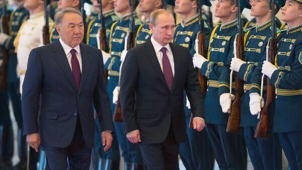 Vladimir Putin va  Nursultan Nazarboyev - Sputnik Oʻzbekiston