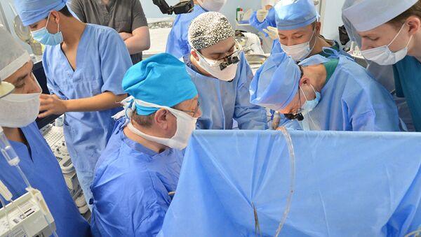 В Узбекистане впервые проведена трансплантация печени - Sputnik Узбекистан