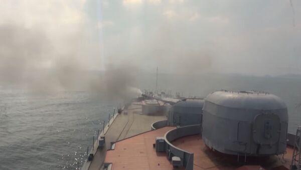 Ракетные и артиллерийские стрельбы БПК Адмирал Виноградов в Японском море - Sputnik Узбекистан