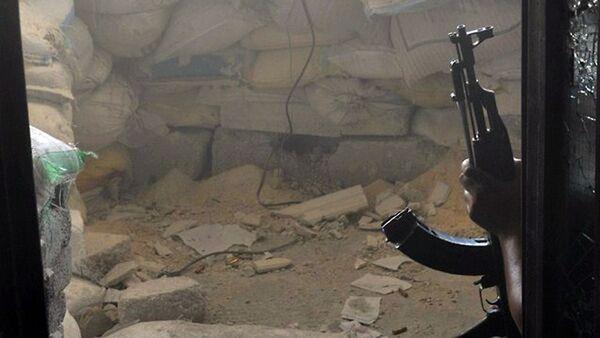 Автомат в руке боевика - Sputnik Узбекистан