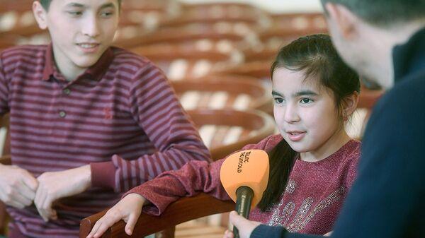 Участники проекта Ты супер! из Узбекистана во время интервью - Sputnik Узбекистан