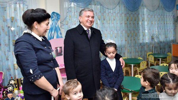 Шавкат Мирзиёев посетил детский сад №54 в Бухарской области - Sputnik Ўзбекистон