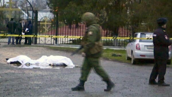 Скрин-шот с экрана, на котором изображены тела погибших при нападении на церковь в Кизляре - Sputnik Узбекистан