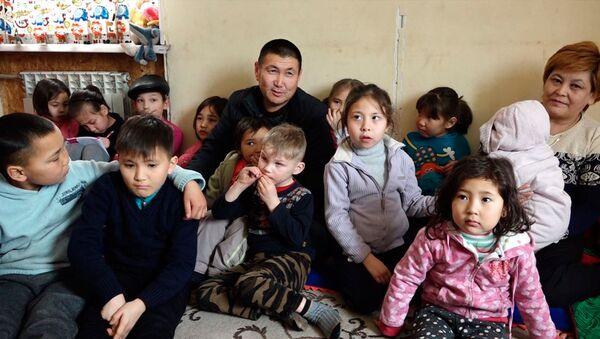 В этой семье 24 ребенка — видео о необычной семье из Кыргызстана - Sputnik Узбекистан