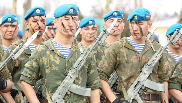 Торжественное мероприятие посвященной возвращению домой. Ташкентский военный округ, город Чирчик - Sputnik Ўзбекистон