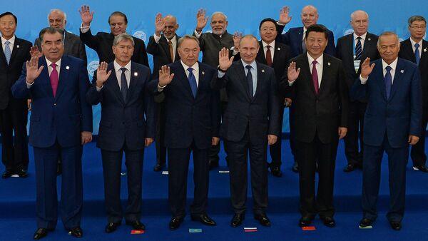 Совместное фотографирование глав государств. ШОС. - Sputnik Узбекистан