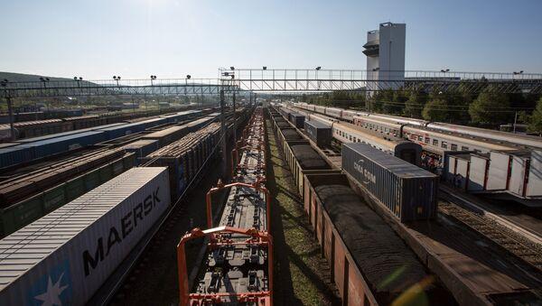 Железнодорожные составы на станции - Sputnik Узбекистан