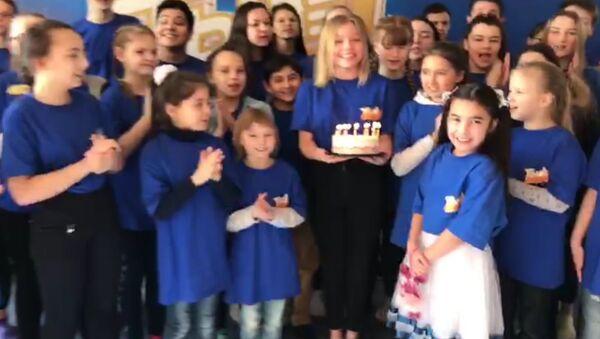 Участники проекта Ты супер! поздравили Севинч Ходиеву с днем рождения - Sputnik Узбекистан