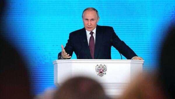 Президент РФ Владимир Путин выступает с ежегодным посланием Федеральному Собранию в ЦВЗ Манеж - Sputnik Ўзбекистон