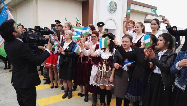 Открытие КПП на таджикско-узбекской границе, связывающего Самарканд и Пенджикент - Sputnik Узбекистан