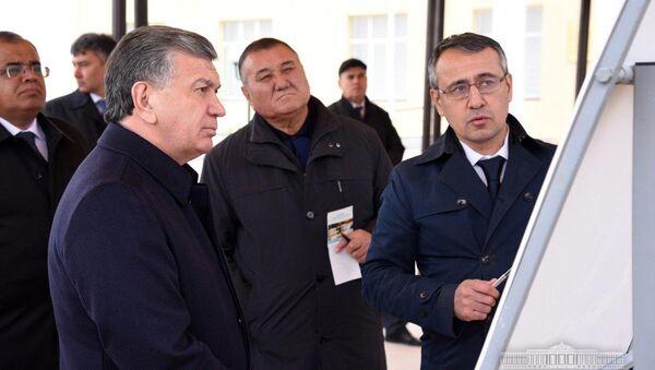 Шавкат Мирзиёев ознакомился с планами по комплексному развитию города Зарафшана - Sputnik Ўзбекистон