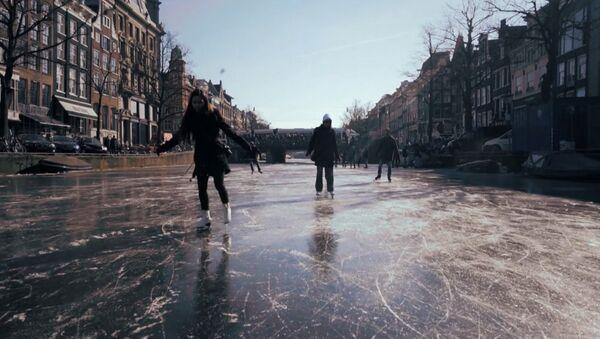 На коньках по Амстердаму - Sputnik Узбекистан