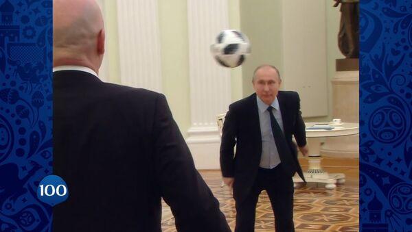 Путин и Инфантино сыграли в футбол - Sputnik Ўзбекистон