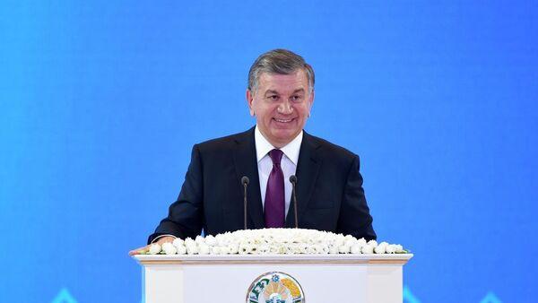 Шавкат Мирзиёев поздравил женщин с 8 марта - Sputnik Ўзбекистон