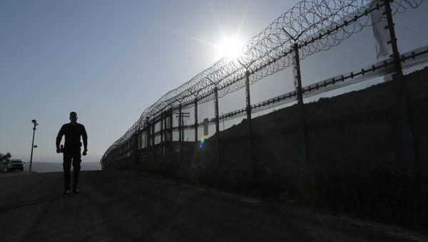 Пограничник, архивное фото - Sputnik Ўзбекистон