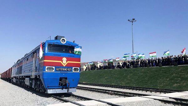 Первый поезд на узбекско-таджикской железной дороге - Sputnik Ўзбекистон