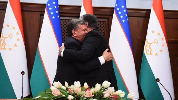 Шавкат Мирзиёев и Эмомали Рахмон на встрече в Душанбе - Sputnik Ўзбекистон