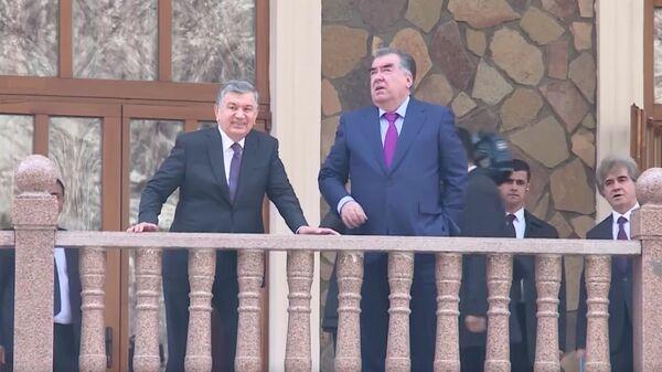 Президенты Узбекистана и Таджикистана - Шавкат Мирзиёев и Эмомали Рахмон - Sputnik Ўзбекистон