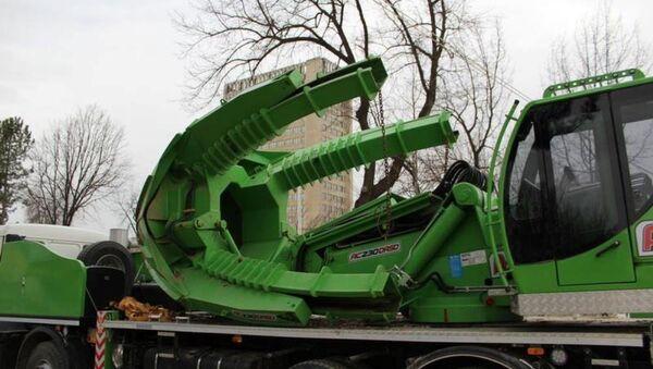 В Ташкенте появилась машина для пересадки деревьев - Sputnik Ўзбекистон
