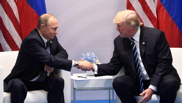 Президент России Владимир Путин президент США Дональд Трамп - Sputnik Ўзбекистон