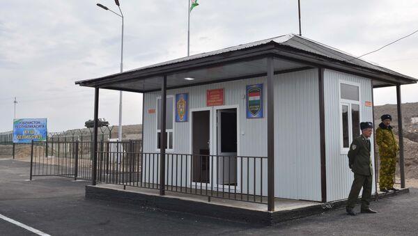 КПП Равот на границе Таджикистана и Узбекистана в городе Канибадам, архивное фото - Sputnik Узбекистан