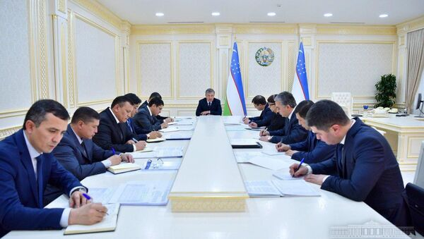 Президент Шавкат Мирзиёев 14 марта провел совещание по вопросам развития сельскохозяйственного машиностроения и обеспечения аграрной отрасли современной техникой. - Sputnik Узбекистан