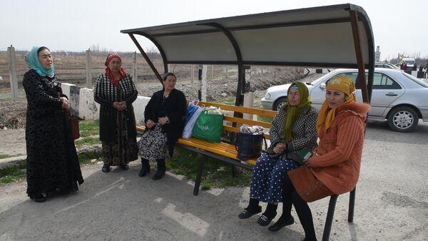 Таджики и узбеки благодарят власти за открытие границы - Sputnik Узбекистан