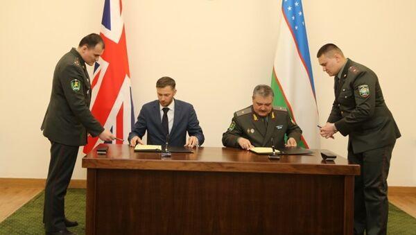 Встреча министра обороны с послом Великобритании - Sputnik Ўзбекистон