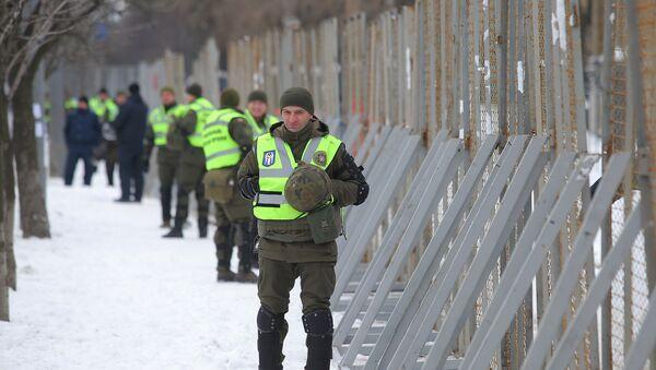 Сотрудники МВД Украины блокируют здание посольства РФ в Киеве - Sputnik Ўзбекистон