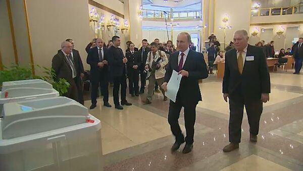 Кандидаты на должность президента РФ проголосовали на выборах - Sputnik Узбекистан