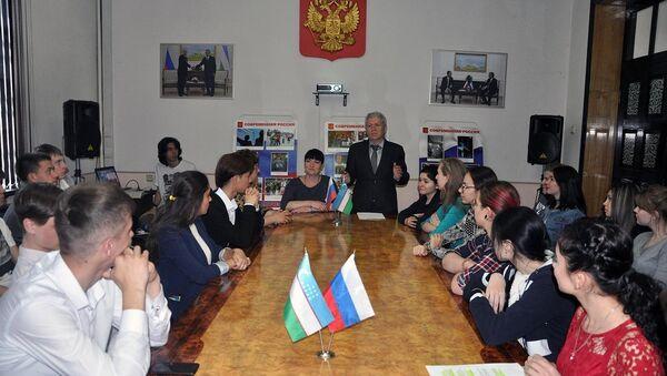В РЦНК в Ташкенте отметили 200-летие открытия памятника Кузьме Минину и Дмитрию Пожарскому - Sputnik Узбекистан