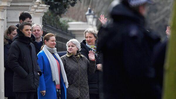 Сотрудники посольства РФ в Лондоне. 20 марта 2018 - Sputnik Ўзбекистон
