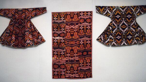Одежда из иката - Sputnik Узбекистан