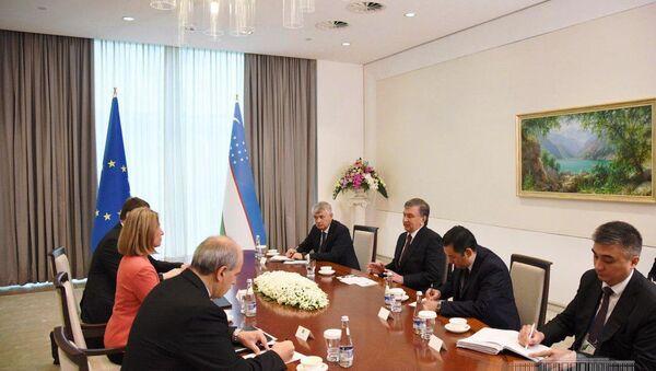 Шавкат Мирзиёев принял Верховного представителя ЕС по иностранным делам и политике безопасности Федерика Могерини принявшей участие в международной конференции Мирный процесс, сотрудничество в сфере безопасности и региональное взаимодействие - Sputnik Ўзбекистон