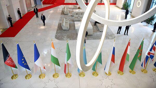 Флаги стран-участниц конференции по Афганистану в Ташкенте - Sputnik Ўзбекистон