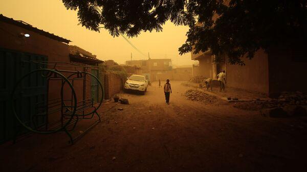 Пыльная буря в Хартуме, Судан - Sputnik Узбекистан