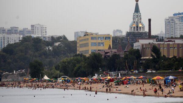 Набережная Самары – главная достопримечательность города. Ее песчаные пляжи – отличное место для отдыха. Каждое лето здесь проходят спортивные состязания по волейболу, футболу, теннису и даже сумо - Sputnik Ўзбекистон