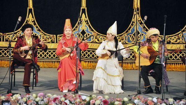 Гала-концерт лауреатов IV Международного фестиваля многоголосных ансамблей и оркестров национальных инструментов Напевы Навруза - Sputnik Узбекистан