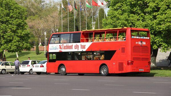 Туристические двухэтажные автобусы в Ташкенте - Sputnik Узбекистан