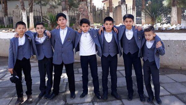 В Узбекистане начали тестировать новую школьную форму - Sputnik Ўзбекистон